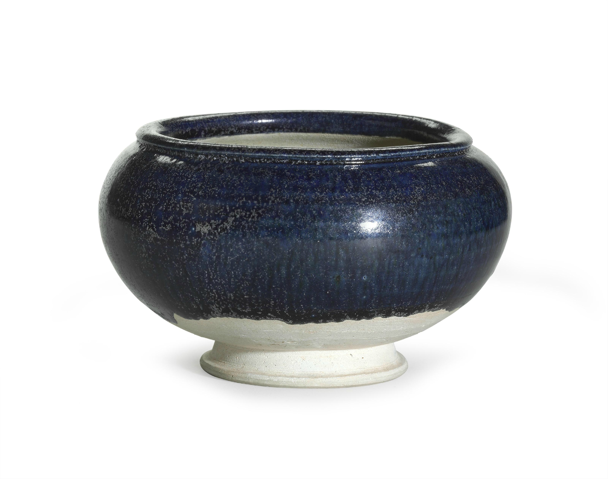 A blue-glazed pottery bowl, Tang dynasty (618-907)