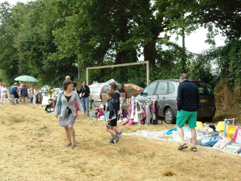 2015-07-05-vide-grenier-Bourg l'Evêque (6)