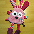lapin_rose_attache_t_tine__1_
