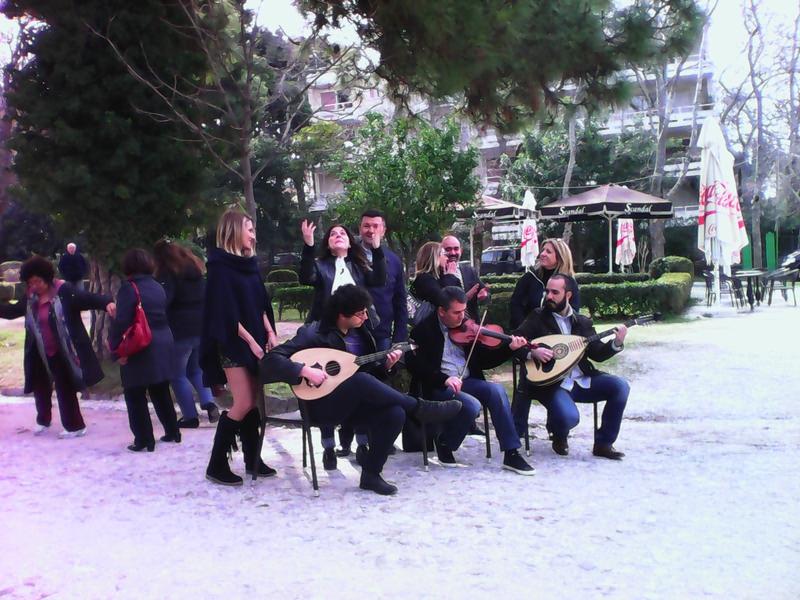 Parc Kifissia Silence on tourne musiciens danseurs chanteuse