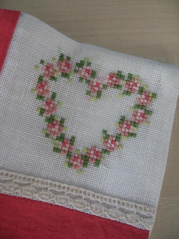 broderie-coeur-fleurs-lin