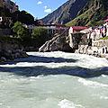 Rupture d'un glacier de l'himalaya : une vallée dévastée - rupture of a himalayan glacier: a devastated valley