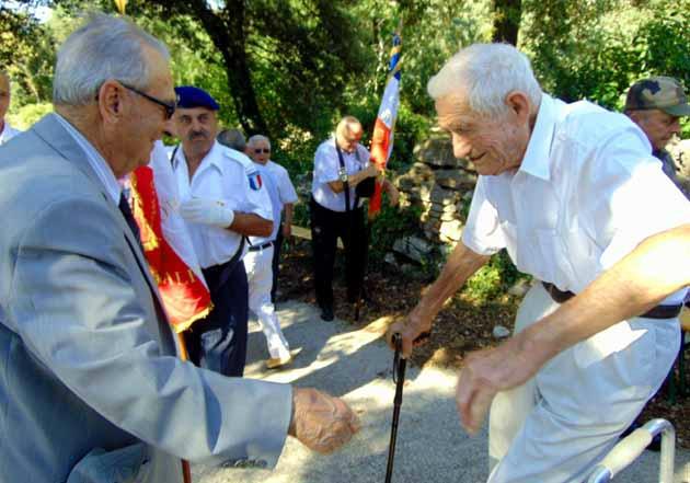 Messieurs André ALAZARD et Sylvain MEYER, cérémonie du Beaucet, 2 août 2015