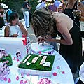 Mariage theme Garden au CHATEAU DE CESARGES l'Arbre à Empreinte ( on pose un doigts sur un des tampons de couleurs et ensuite on note son nom juste a coté de son empreintes de doigt) (2)