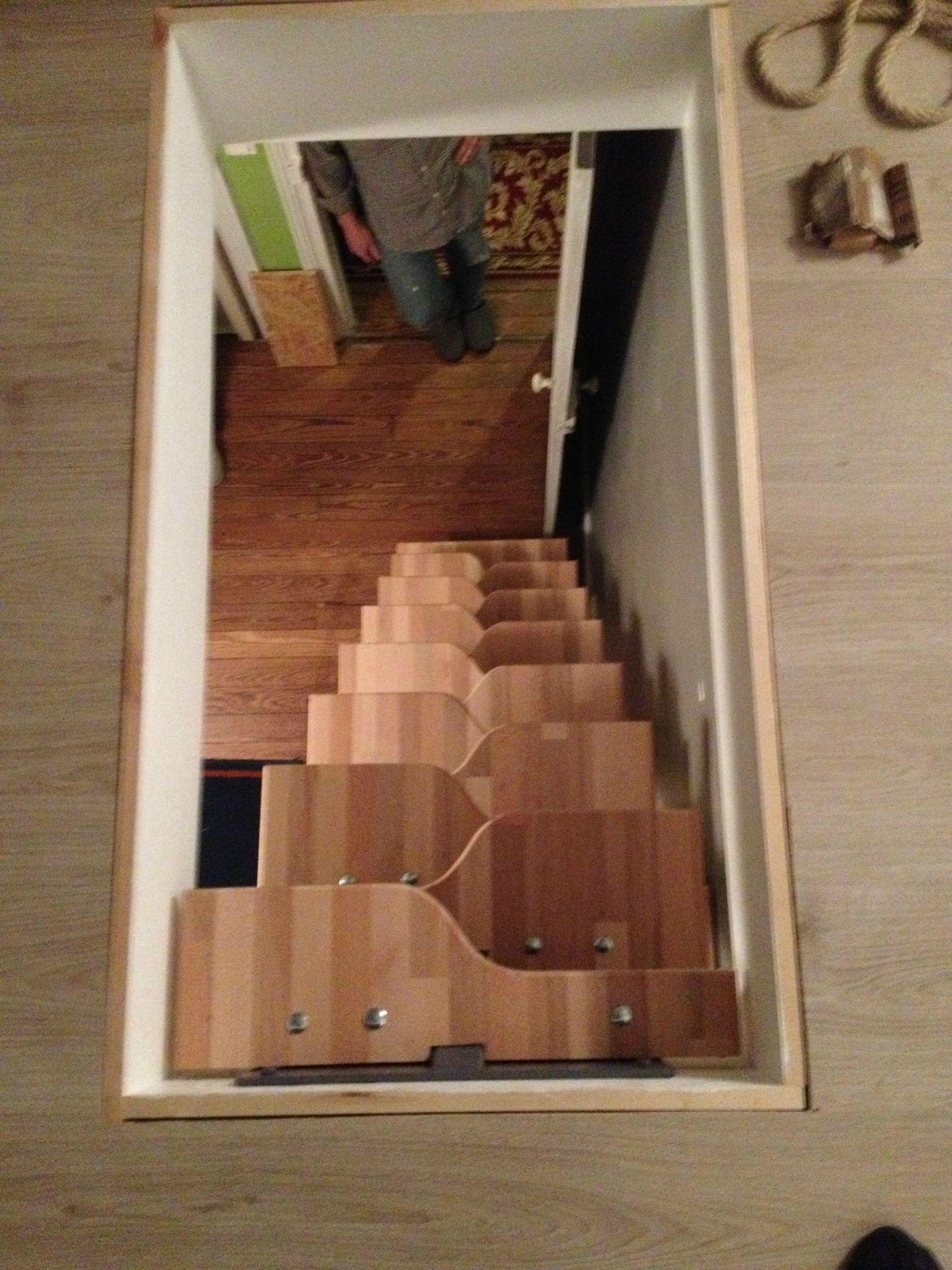 escalier pour les combles du bois de l 39 acier et quelques t ches d 39 id es. Black Bedroom Furniture Sets. Home Design Ideas