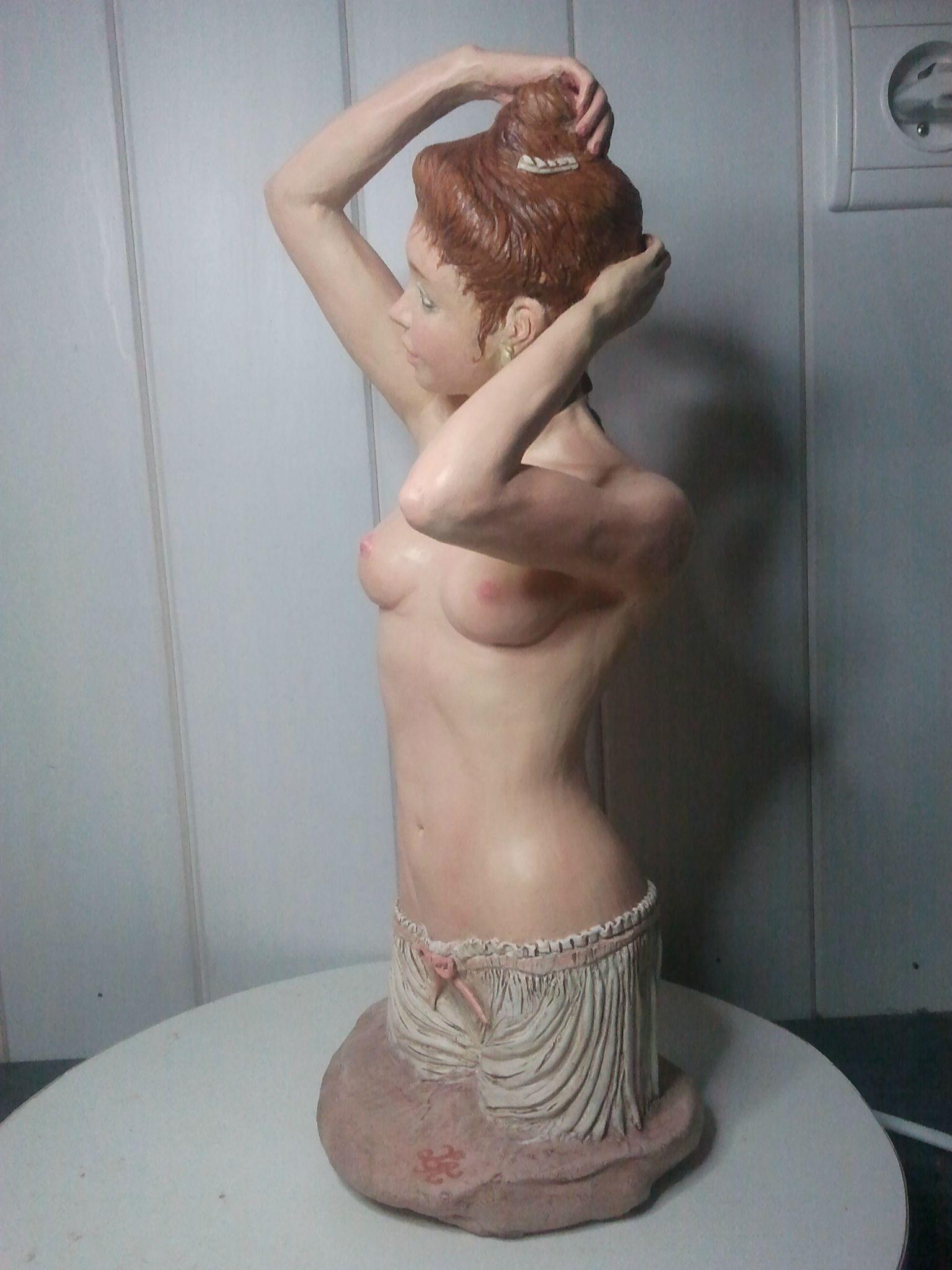 femme à sa toilette (3/4 face)