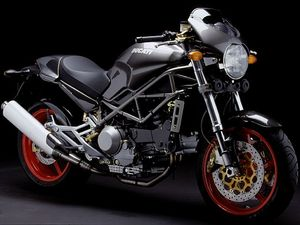 Copie de Ducati_Monster_M900S4