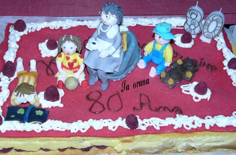 Le gâteau de Cécile avec mes modelages de personnages ...