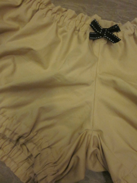 Culotte BIANCA en coton beige - noeud noir (1)