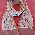 Un jolie foulard en coton et dentelle