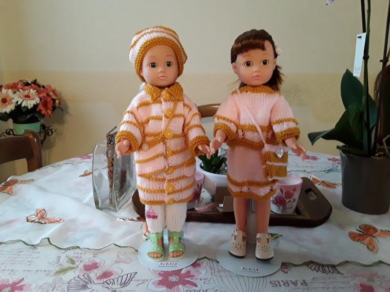 Alexia & Alicia portent l'ensemble garde de robe de Béa