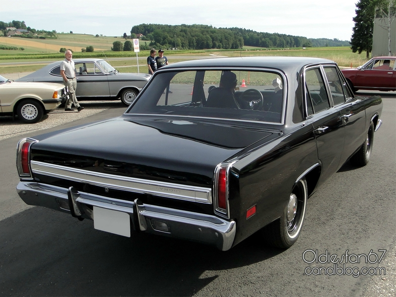 plymouth-valiant-sedan-1969-02
