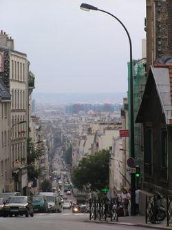 Rue_de_Menilmontant_in_Paris