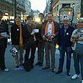 Les partisans de françois bayrou du centre de paris, toujours aussi motivés !