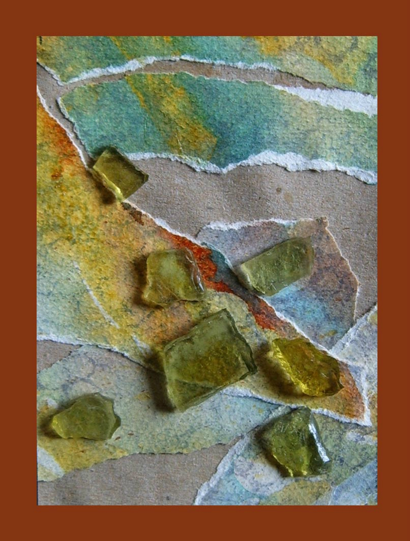 Carte papier peint déchiré morceaux de verre calcin collés - Valorisation déchets