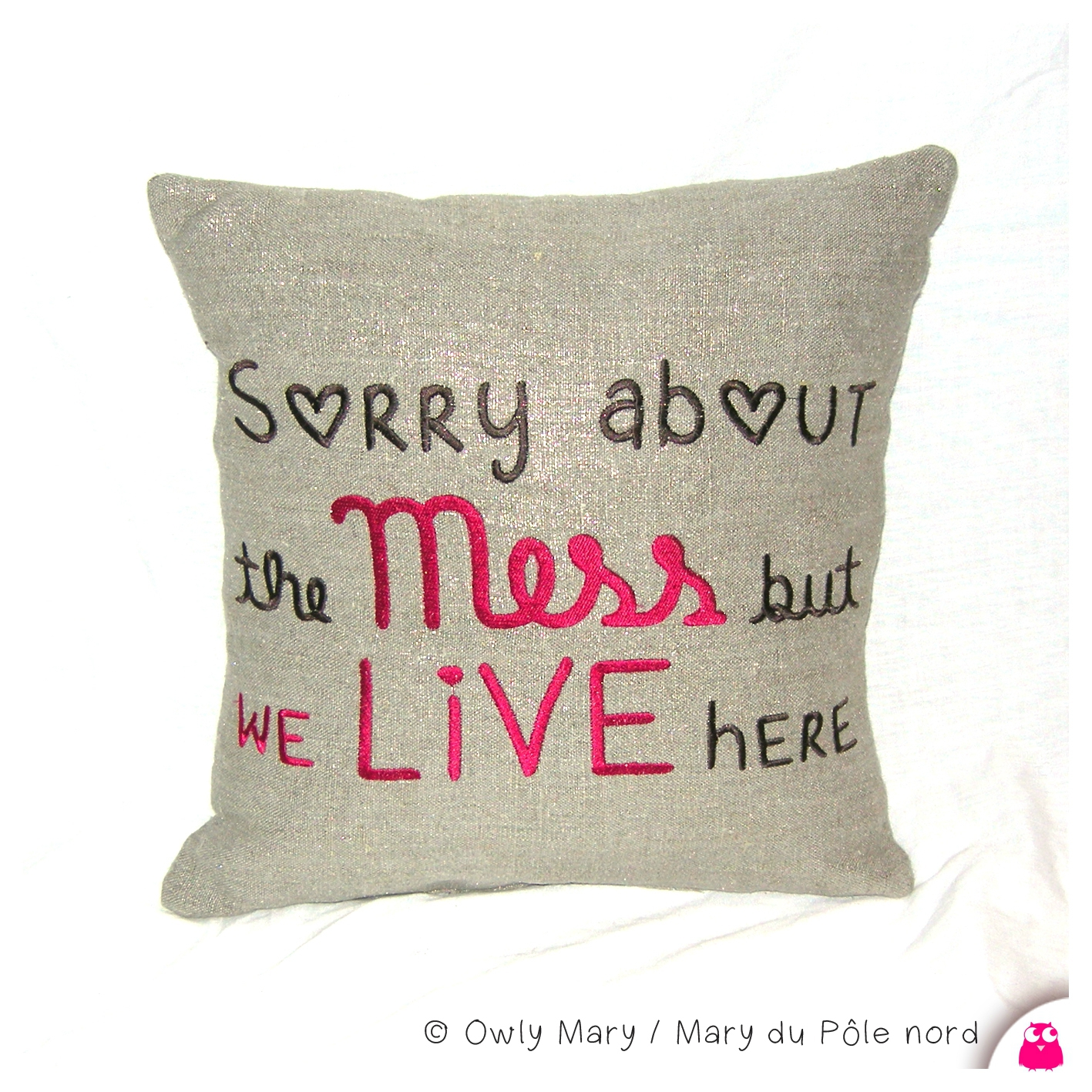 coussin-vierge-saint-valentin-owly-mary-du-pole-nord-sorry-about-the-mess-but-we-live-here-lin-lame-dore-brillant-broderie-brode-35x35-decoration-deco