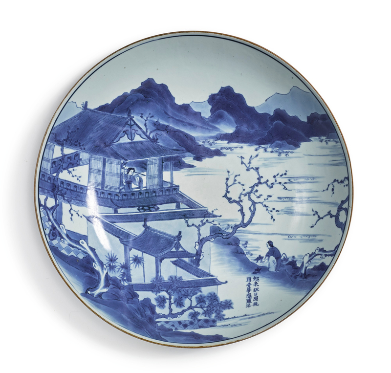A large blue and white dish, Qing dynasty, Kangxi period (1662-1722)