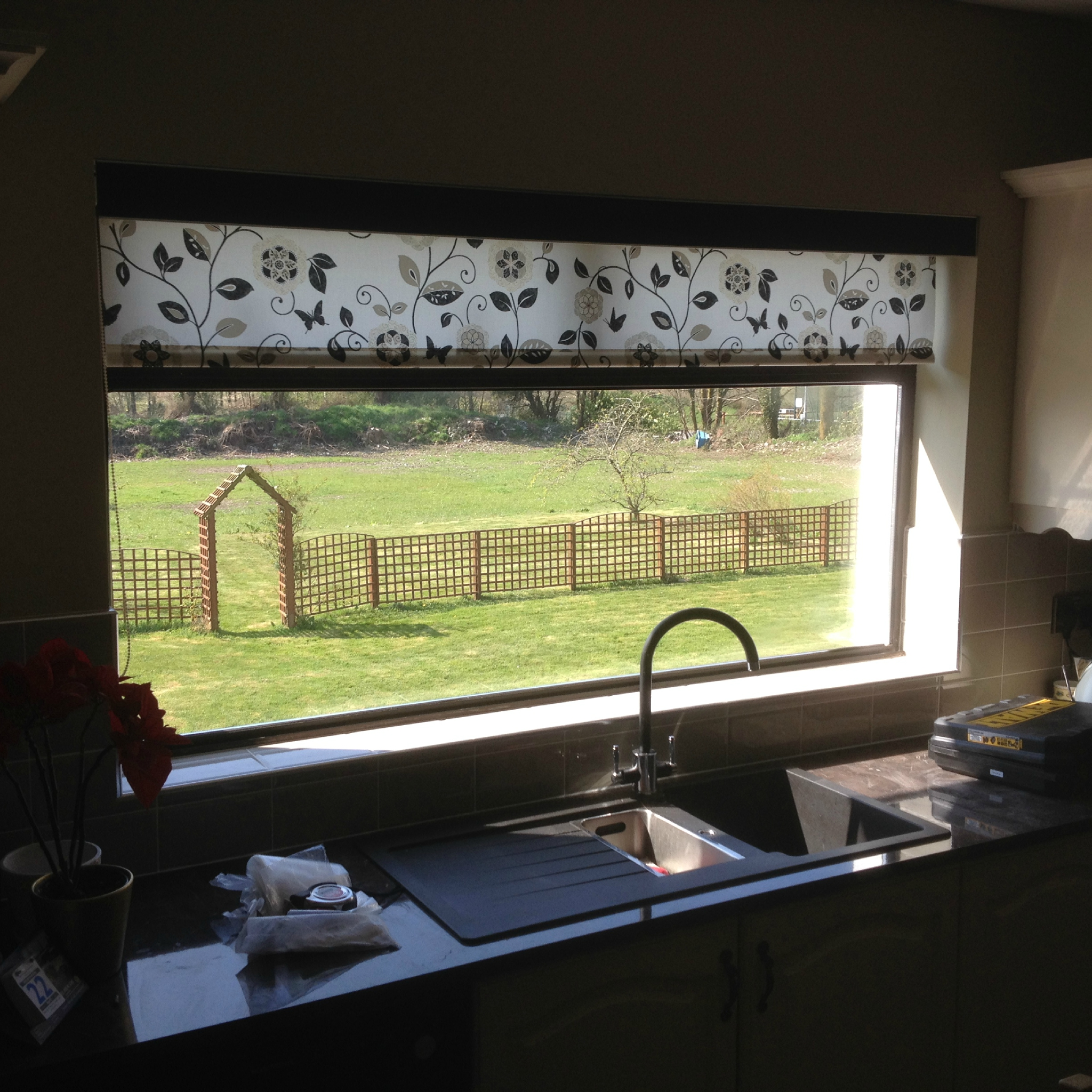 roller blind with pelmet