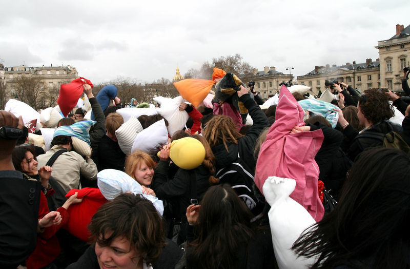 8-Pillow Fight 2010_2553