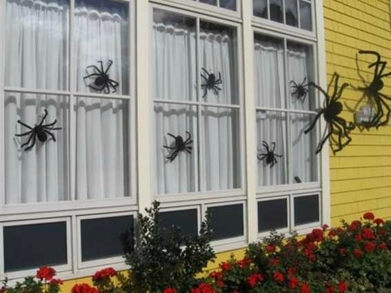 spiders-snakes-and-bats-for-halloween-decor-17-500x375