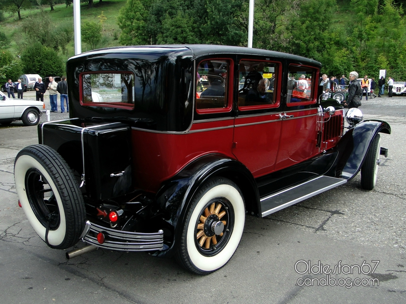 chrysler-imperial-sedan-1928-b