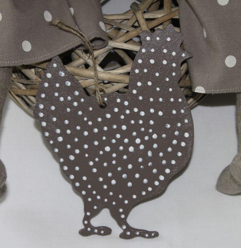 Poule en bois peinte