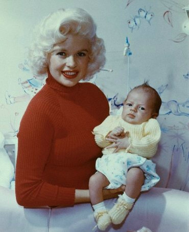 jayne_pink_palace-inside-childroom-1958-12-with_micklos-1