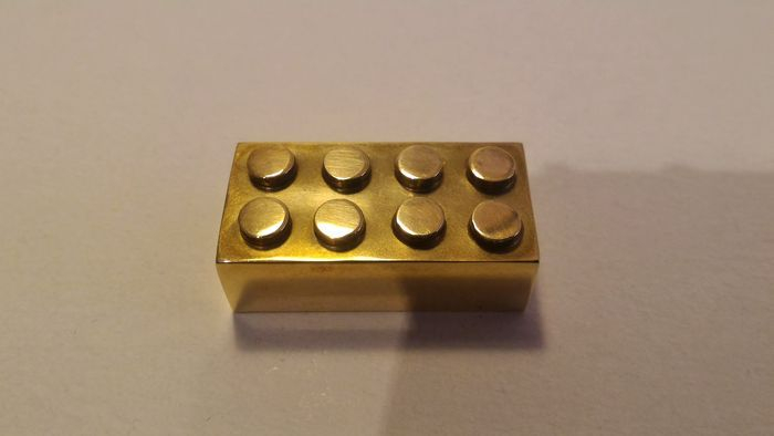 brique-LEGO-en-or-14-carats-2