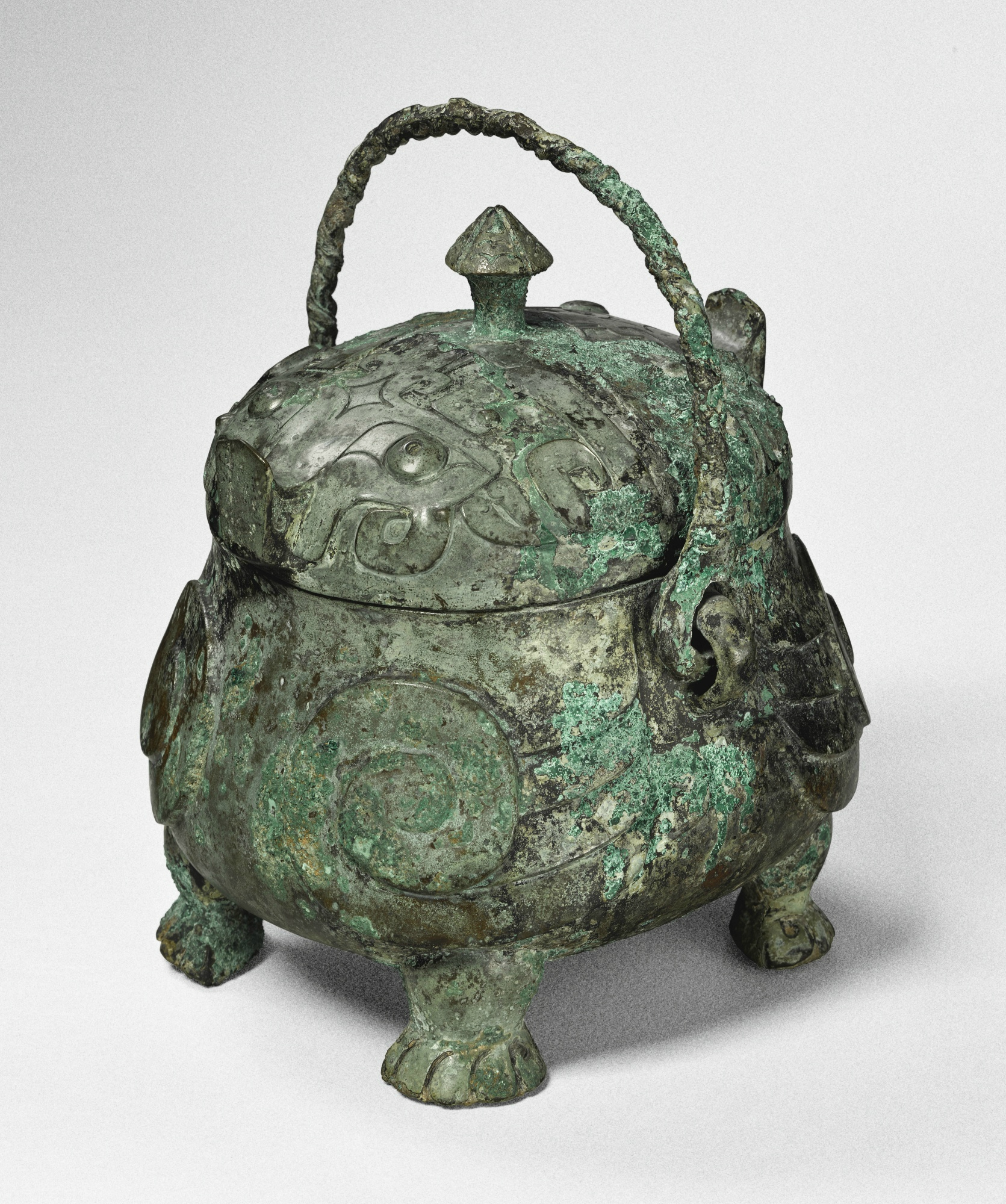 A rare bronze double-owl-form ritual vessel (you), Shang Dynasty