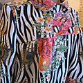 Manteau EDITH en polyester zébré imprimé fleurs et plumes de paon - Doublure de satin noir (9)