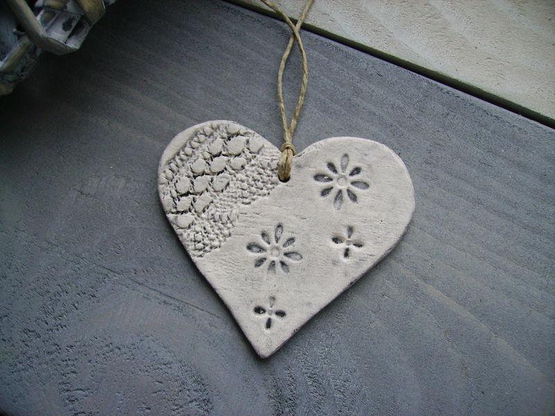 coeur motif dentelle gris foncé