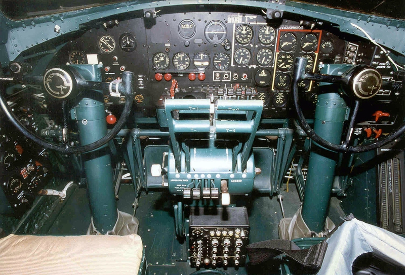 1280px-B-17_Flying_Fortress_Cockpit