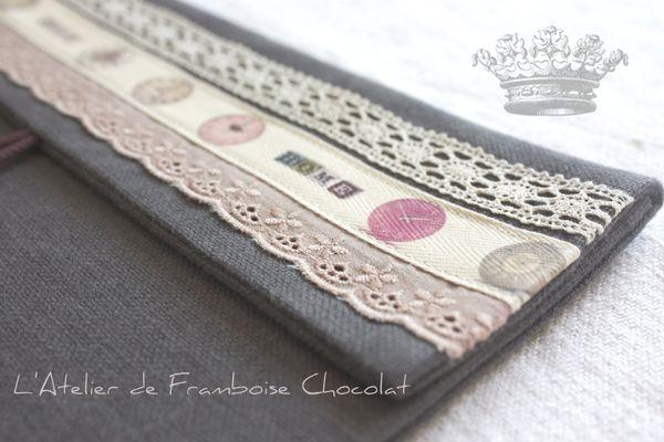 Pochette grise L'Atelier de Framboise Chocolat