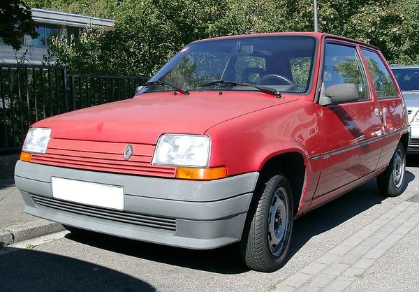 800px_Renault_5_front_20070801
