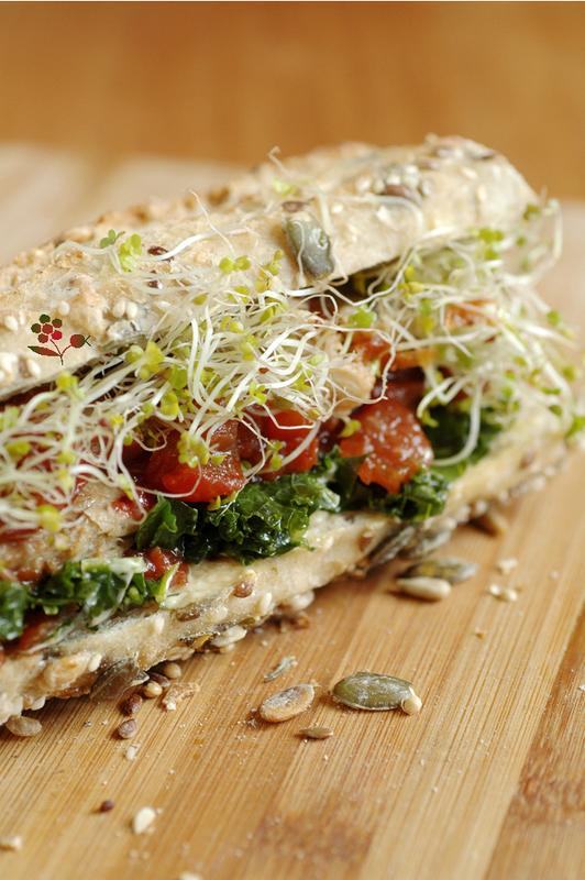Sandwich chou kale mariné, maquereau, compotée de tomates et graines germées_2