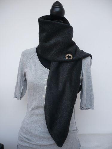 Echarpe en laine boutonnière