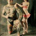L'homme Tatoué et la Petite Femme