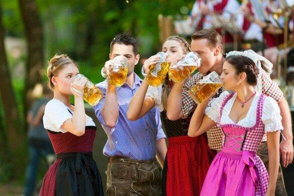 Artikelbild_Oktoberfest-Bier-Tracht_mini-585x389