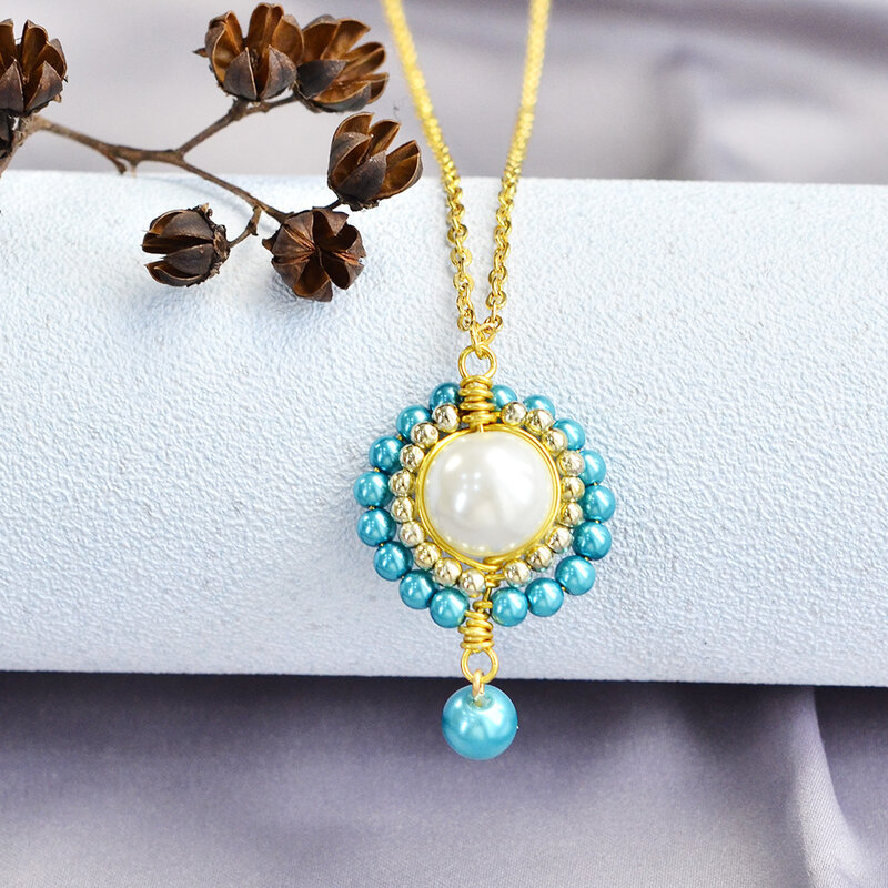 PandaHall-Ideas-on-Making-a-Luxury-Style-Pearl-Necklace-5