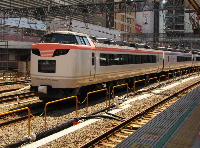 '彩 Irodori' JR 485系, Shinjuku eki