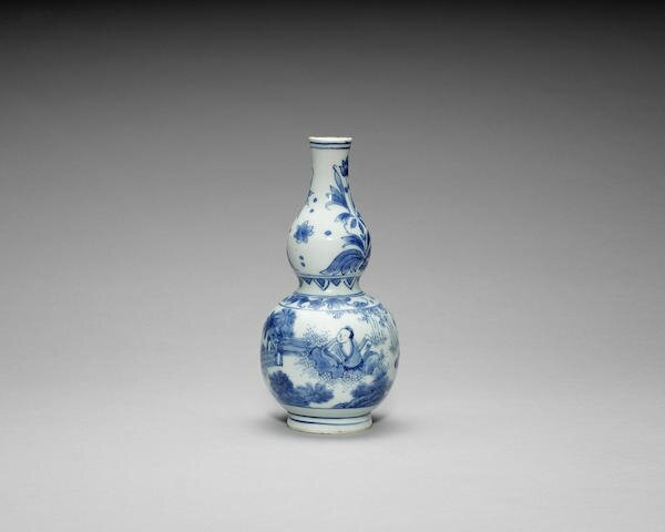A small blue and white double-gourd vase, Chongzhen period (1627-1644)