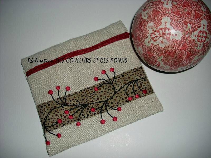pochette zippée broderie noir rouge bis
