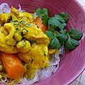 Poulet au curry rouge, lait de coco, noix de cajou et banane