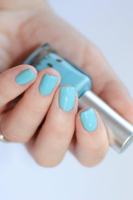 l'onglerie vernis baby blue-3