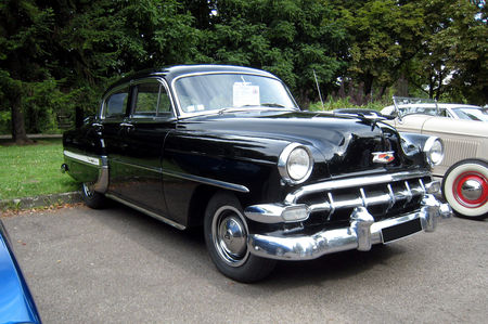 Chevrolet_bel_air_4door_sedan_de_1954_01