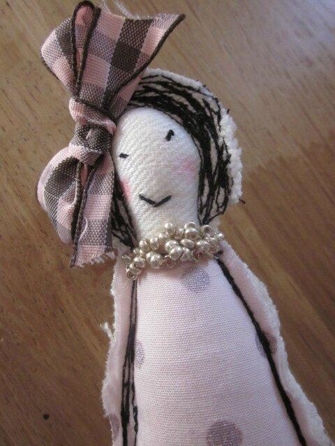 Broche LES POUPETTES rose et beige N°14 (2)