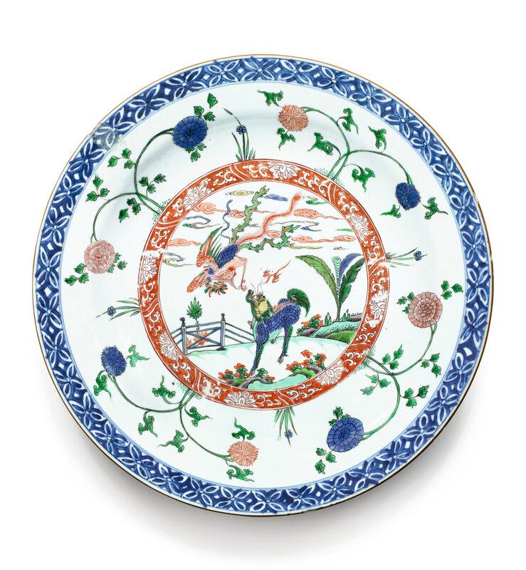 Plat en porcelaine bleu blanc et de la Famille Verte Dynastie Qing, époque Kangxi (1662-1722)
