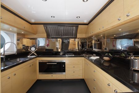 Majesty_125_Main_Galley