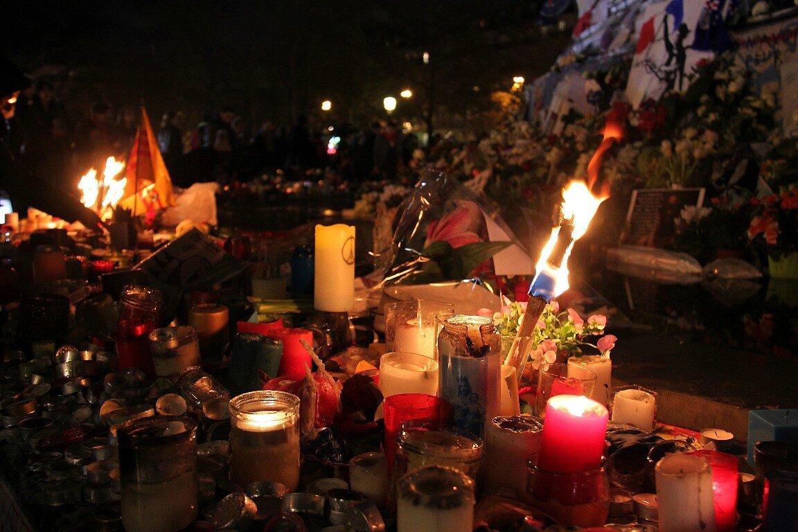 Hommage attentats Répu 13-11-15_5501
