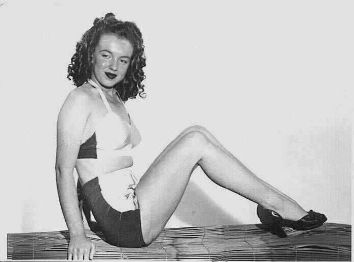 1945-Farr_Hueth_studio-model-bikini_bird-010-1